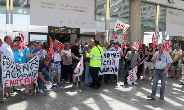 Más de 150 trabajadores protestan contra la precariedad laboral en el aeropuerto de Palma